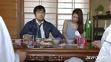 Review with sample show in Japanese. Maki Ogasawa squirting like a fountain.