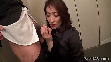 Mature Office Employee loves to Fuck