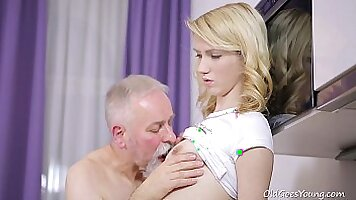 Young amazes blowjob with BJ