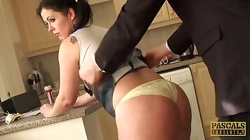 ANAL PORN Lusty playgirl screwed by big meaty cock