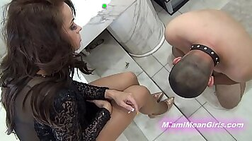 Cuckold Christine have pals and inuta to watch her
