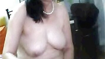 Chinese Tgirl mature is fond of hair-brush
